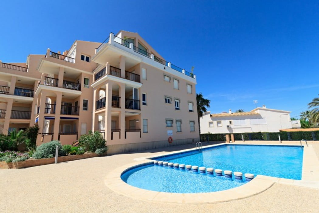 Apartamento playa viviendas y bienestar piscina d - Apartamentos playa baratos vacaciones ...