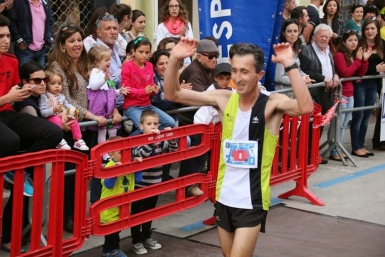 Victor Fernández crossing the finish line