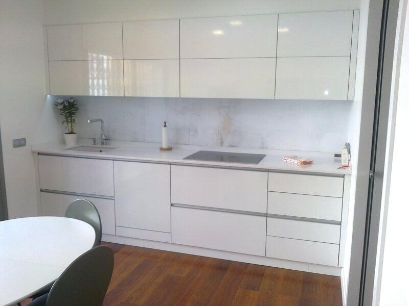Cocina de obra blanca finest ambientes cocina with cocina - Muebles de cocina hechos de obra ...