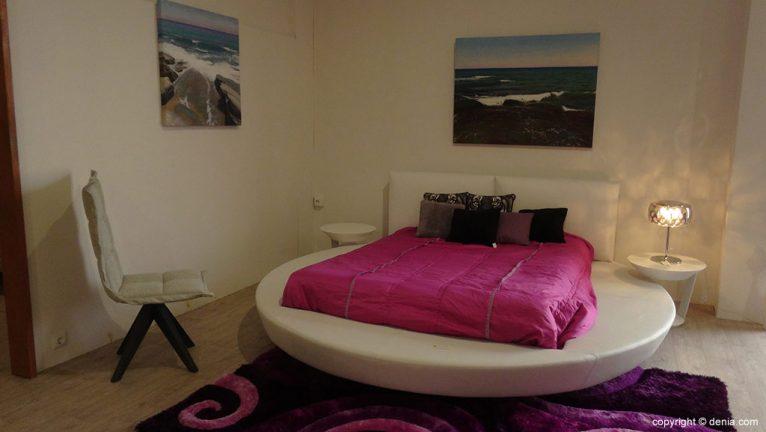 dormitorio-redondo-muebles-martínez