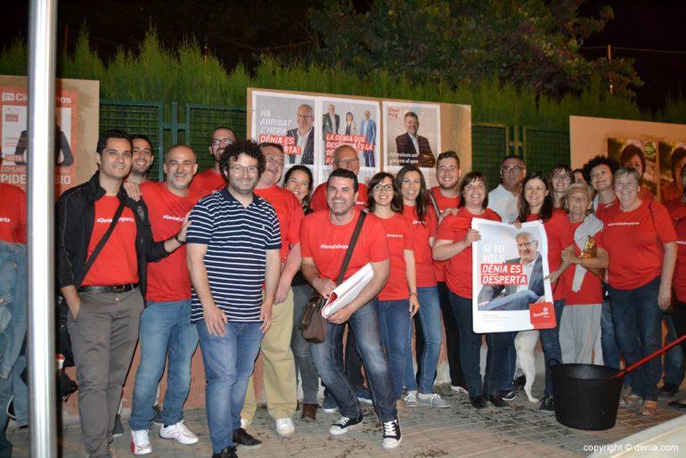 Enganxada de cartells eleccions municipals Dénia 2015 - PSOE