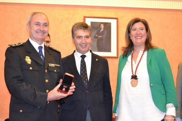Acto de concesión de la Medalla de la Ciutat a la Comisaría de Policía Nacional de Dénia - Antonio Cabeza