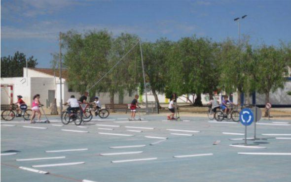 http://www.denia.com/wp-content/uploads/2015/05/Circuito-de-educaci%C3%B3n-vial-en-el-Colegio-de-la-Xara-590x370.jpg