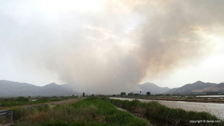 Column smoke fire Vall d`Ebo