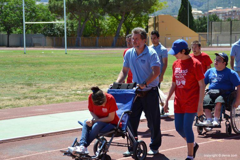 Jimy Higueras en el desfile de los discapacitados