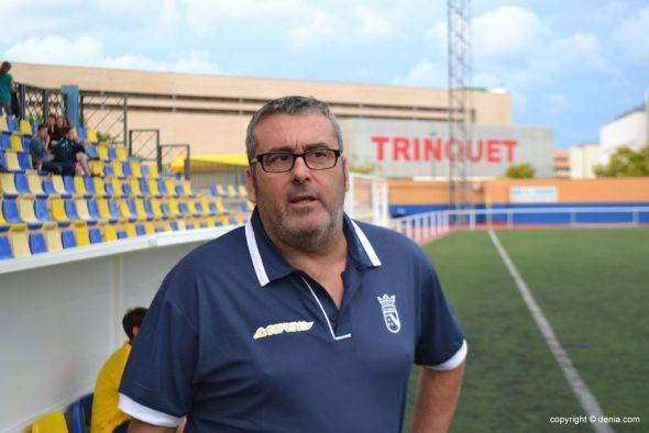 Paco Molina entrenador del CD. Dénia