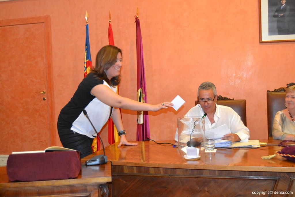 Votación de nuevo alcalde – Ana Kringe