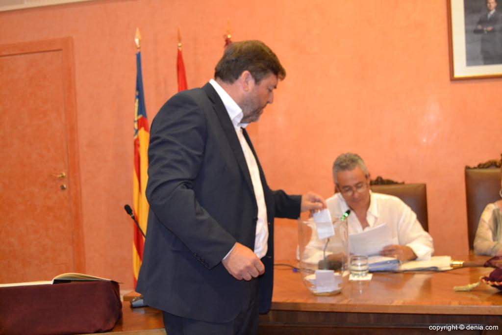 Votación de nuevo alcalde – Rafa Carrió
