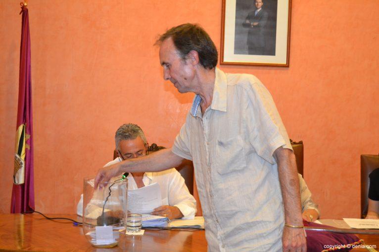 Votación de nuevo alcalde - Antonio Losada
