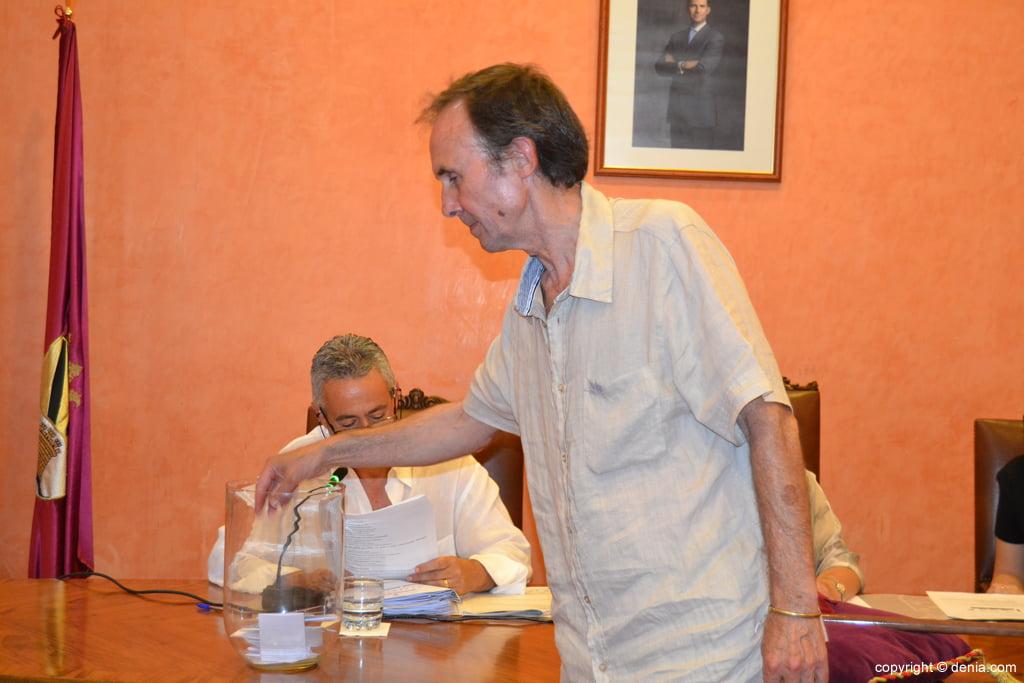 Votación de nuevo alcalde – Antonio Losada