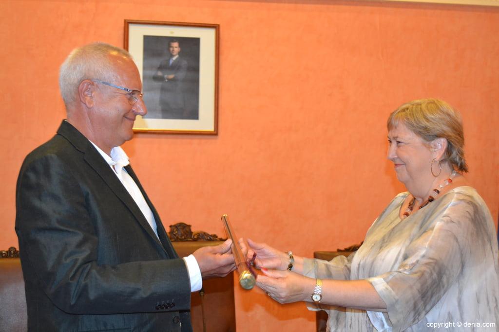 Vicent Grimalt recibe la vara de mando de alcalde de Dénia