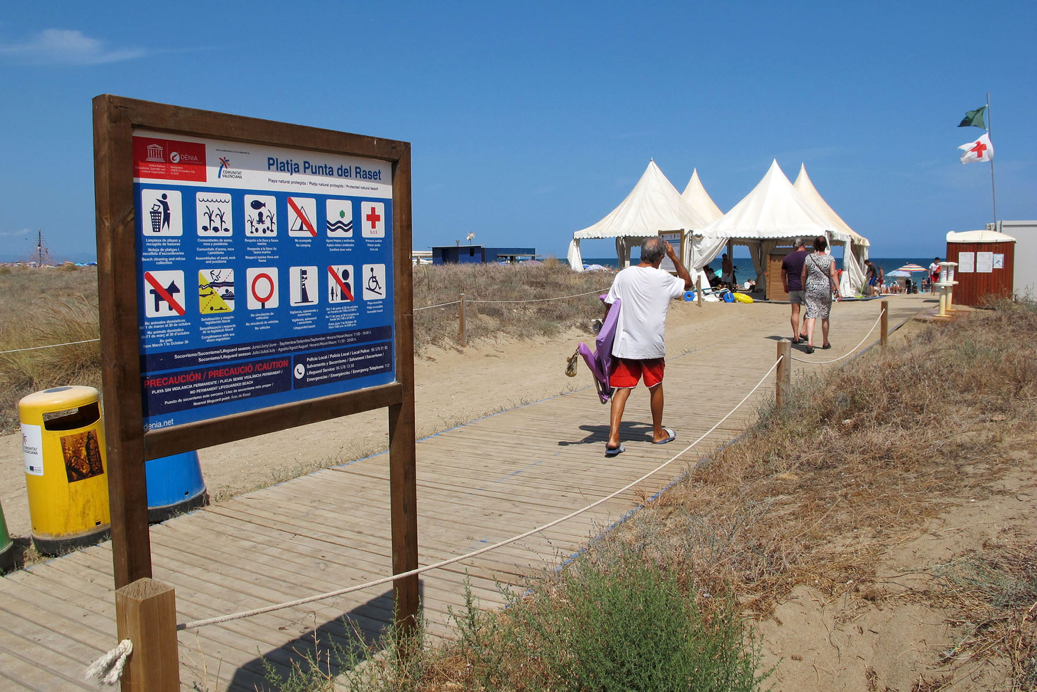 Acceso a la playa de la punta del Raset