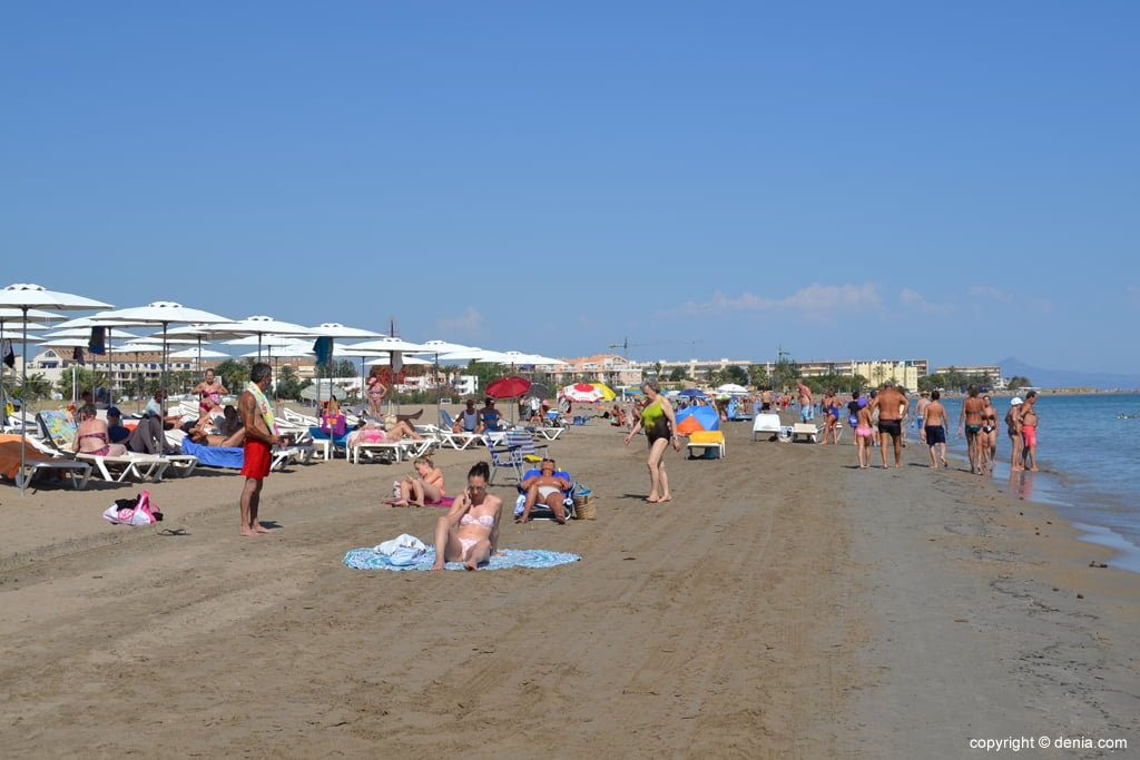 Bagnanti sulla spiaggia Cagarritar