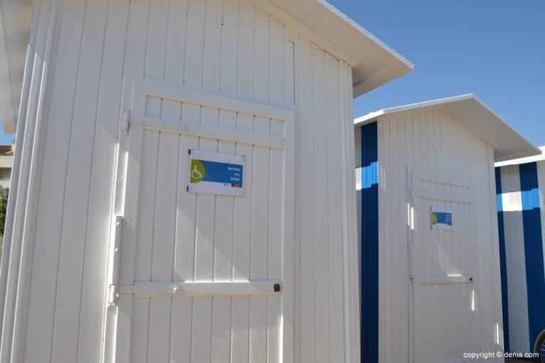 Baños para discapacitados en la playa del Cagarritar