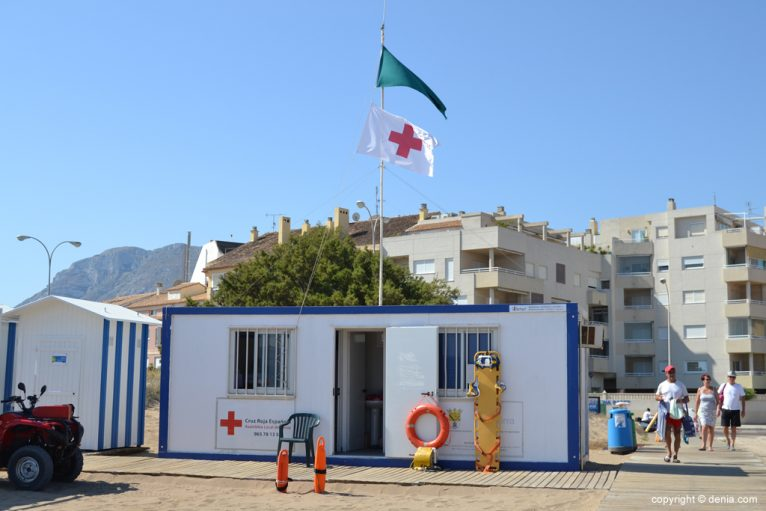 Cruz Roja en la playa de la Punta del Raset