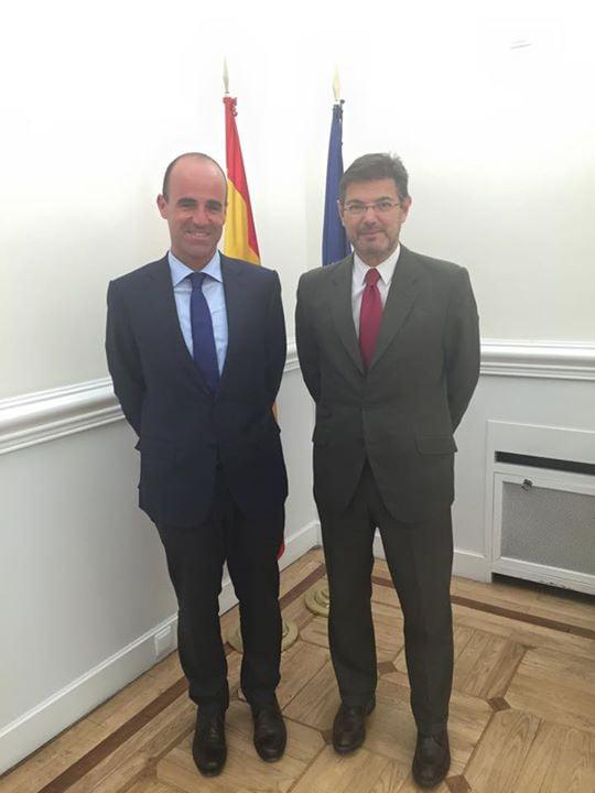 Enrique Sastre y el Ministro de Justicia Rafael Català