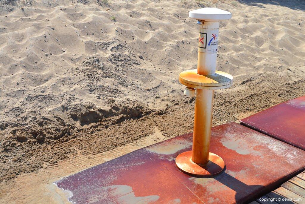 Pediluvio sulla spiaggia di Cagarritar