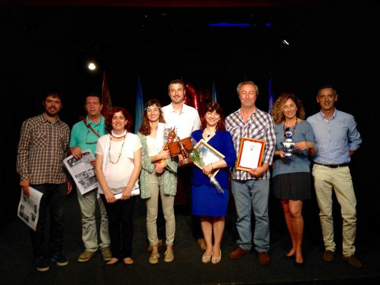 Miembros de la ETC con el premio al mejor grupo