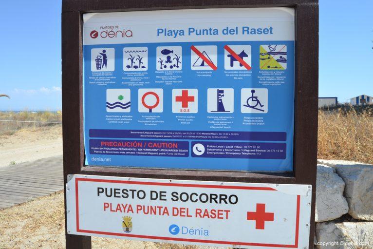 Panel informativo en la playa de la Punta del Raset