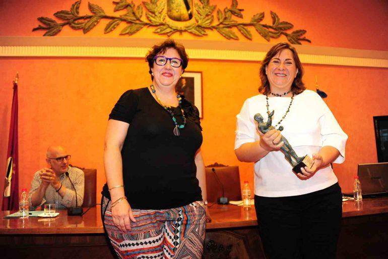 Pepa Sivera entregando el premio EPA 2015