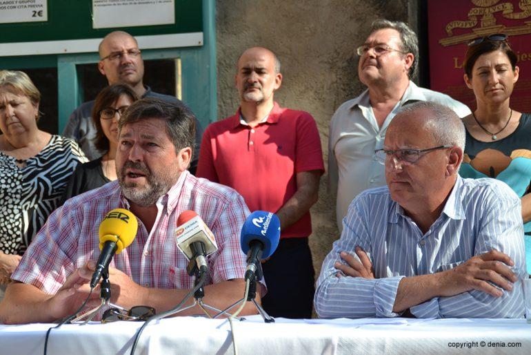 Rafa Carrio comunicant les competències dels regidors