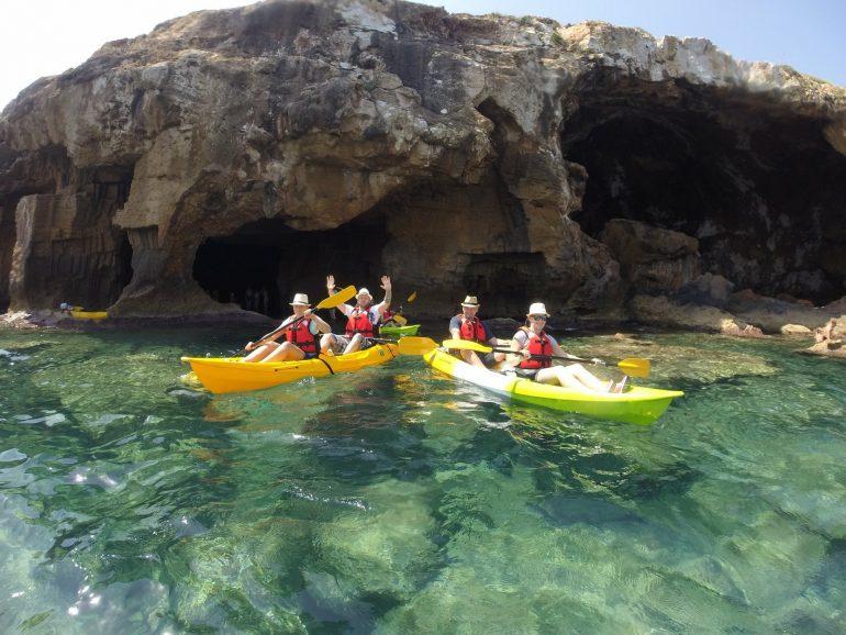 Practicar kayak de mar Dénia - Aventura Pata Negra