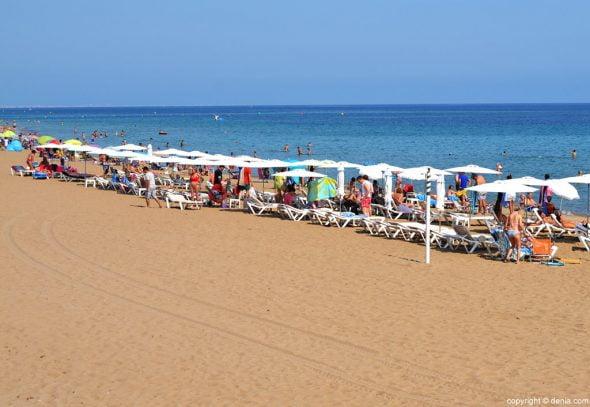 Baigneurs sur la plage Les Bovetes