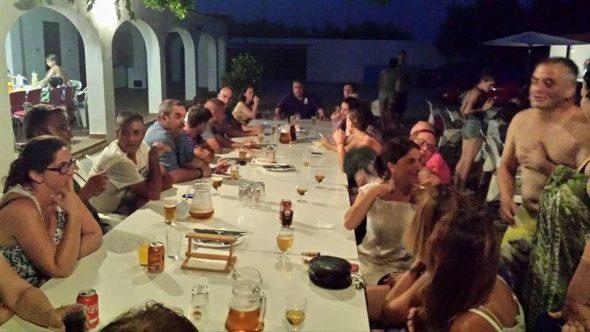 Cena de carrozas en la falla Campaments