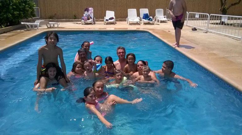 Fiesta en la piscina Falla Campaments