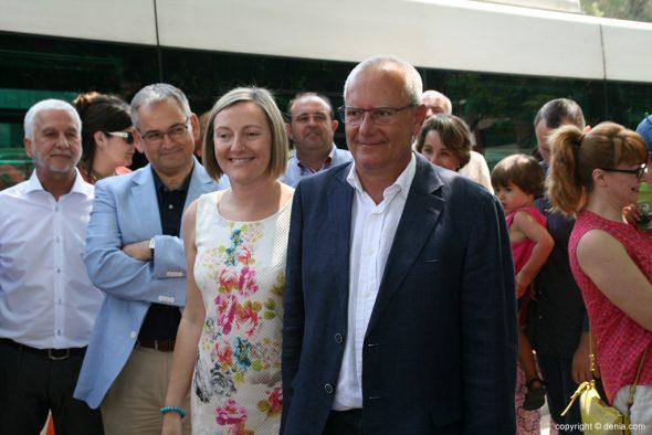 La consellera se hace fotos con los alcaldes