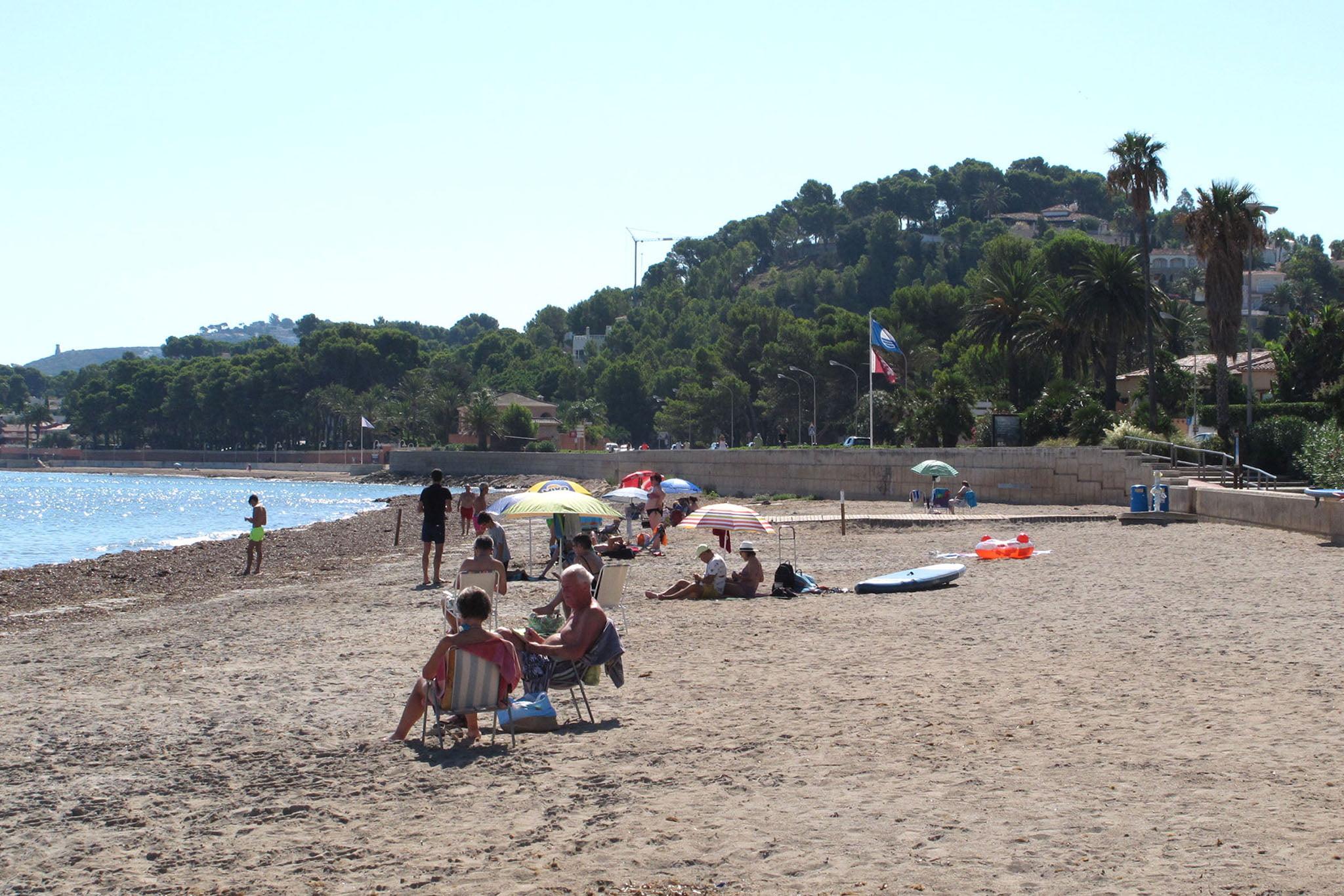 Bañistas disfrutando de la Marineta
