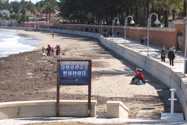 Imagen: Gente paseando por la Marineta Casiana en la zona del Marge Roig
