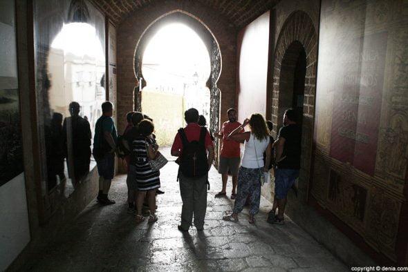 En la puerta del Castillo