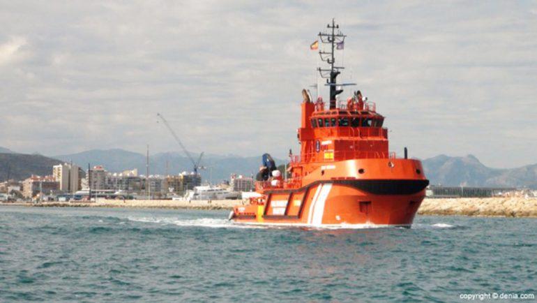 Embarcación de Salvamento Marítimo saliendo del puerto de Dénia
