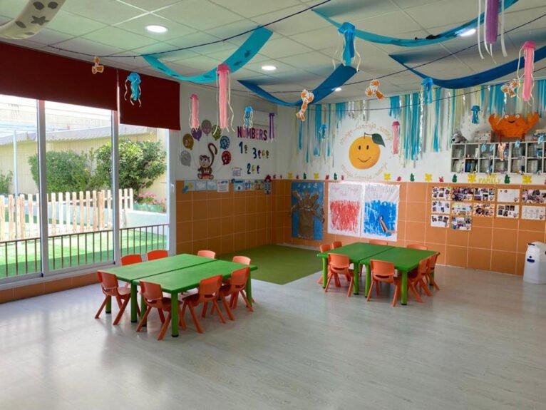 Salle de classe avec accès au patio du CEI Bombonets