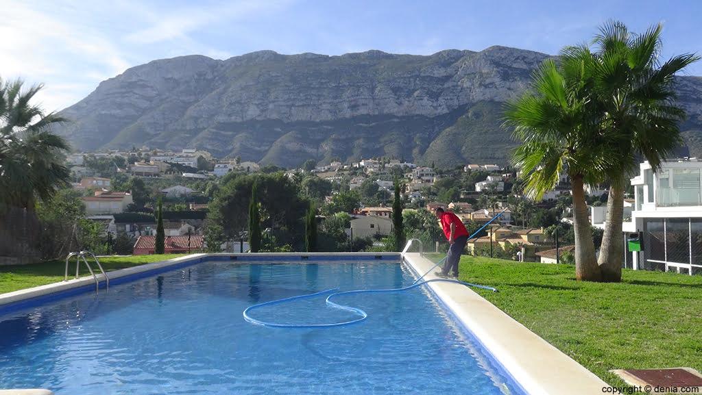 Limpieza de piscinas d for Limpieza de piscinas