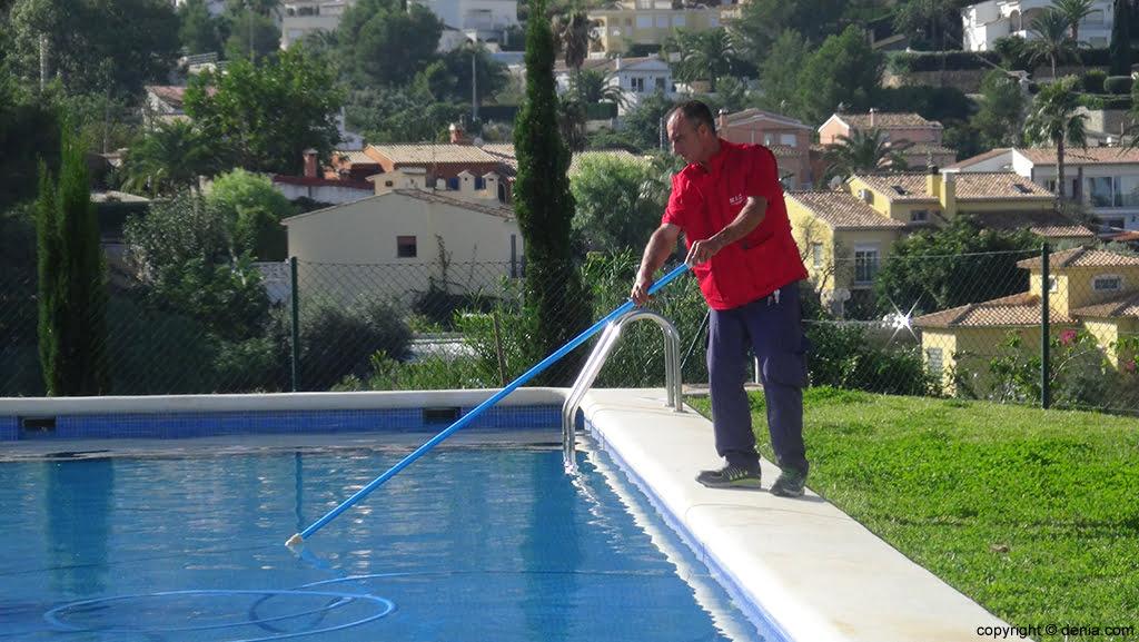 Limpieza en piscinas mic d for Limpieza piscinas