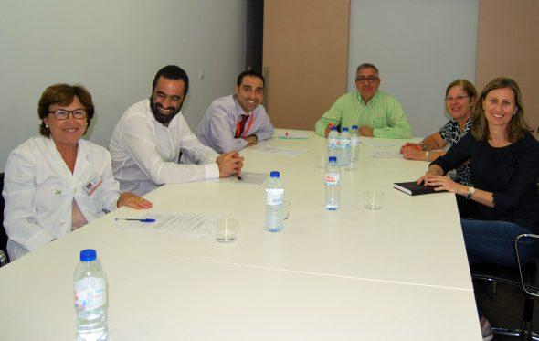 Firma del convenio entre el Hospital y AMADEM