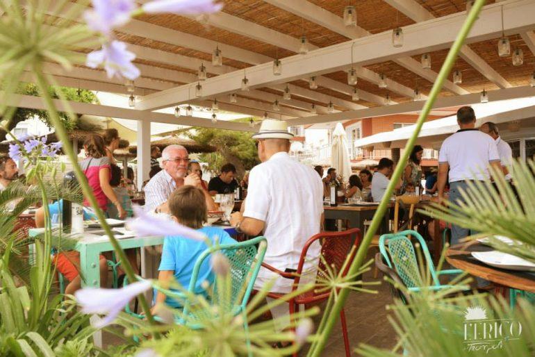 Terraza para comer en L'eriçó del Trampolí