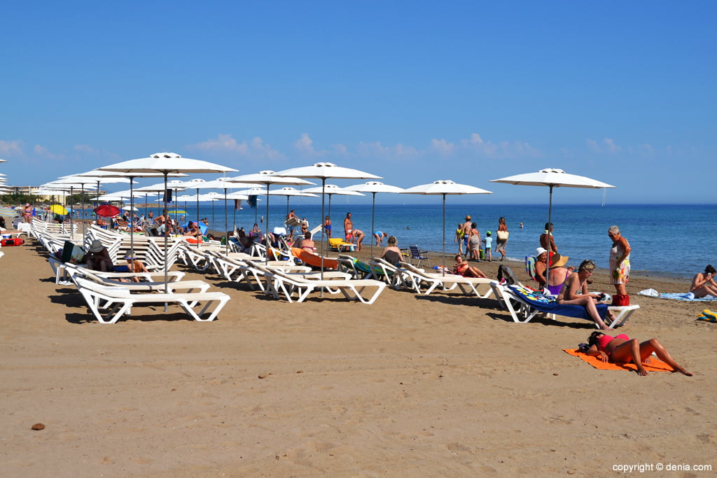 Deck chairs and umbrellas on the beach in Dénia