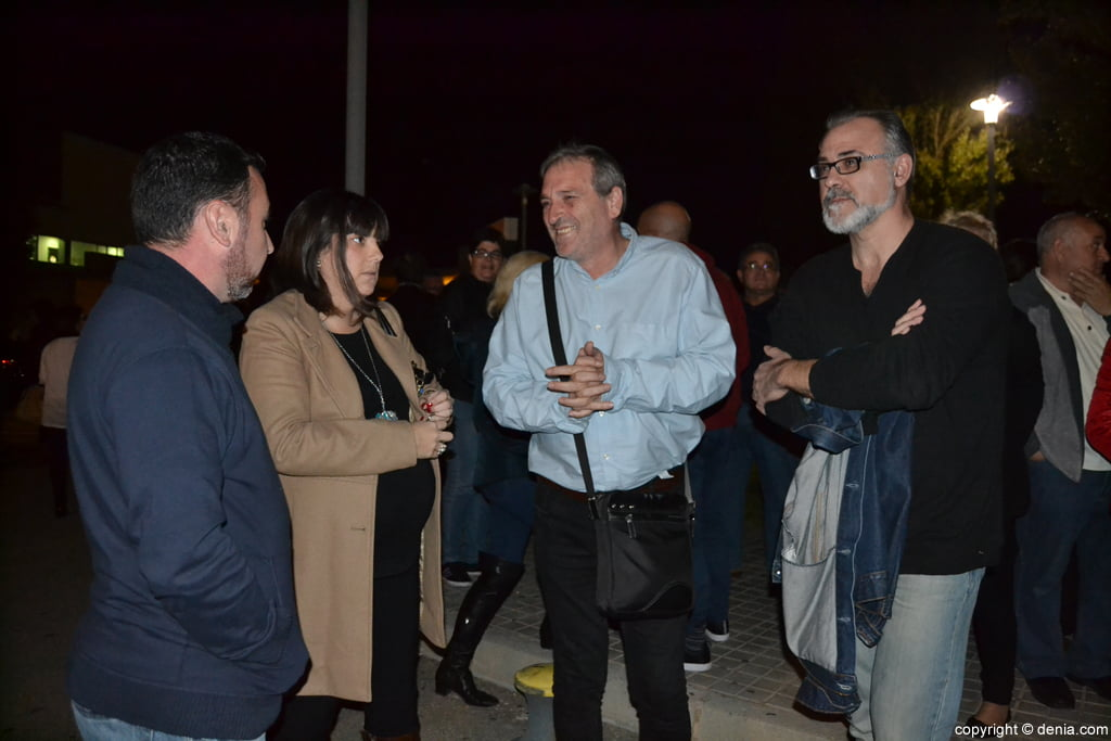 Mayors of the region in the concentration in front of the hospital of Denia