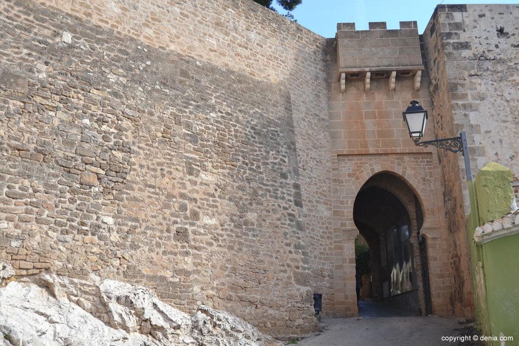 Barrio de Les Roques – entrada al Castillo