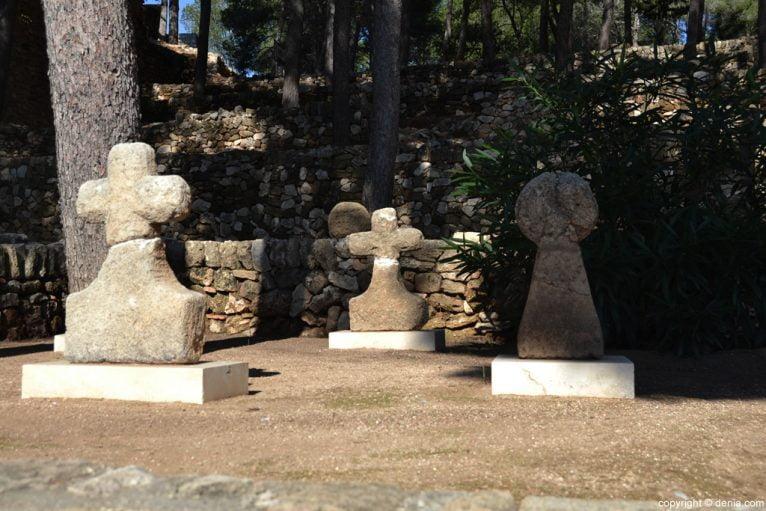 Castillo de Dénia - Restos en la entrada