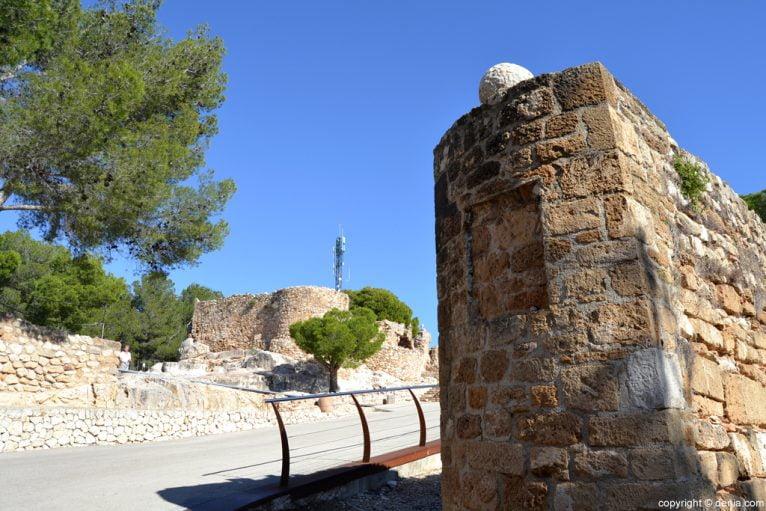 Castillo de Dénia - acceso a la explanada del Palau