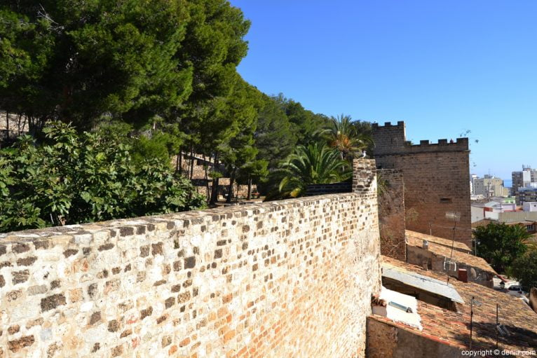 Castillo de Dénia - la Torre del Consell desde el Cos de Guardia