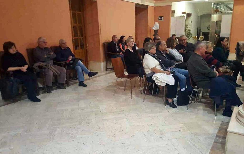 Vecinos de Marqués de Campo en la reunión con el alcalde