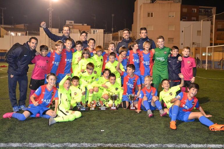 Equipos-del-Levante-UD-celebrando-los-triunfos-770x514
