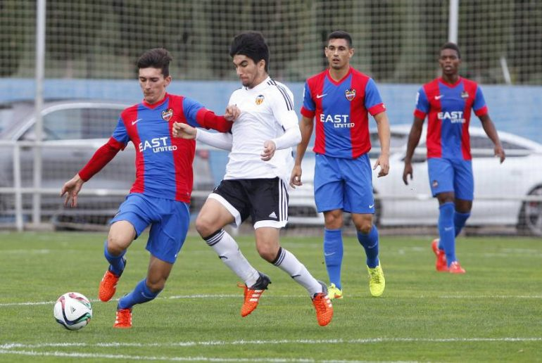 Pepelu in a match against Valencia B