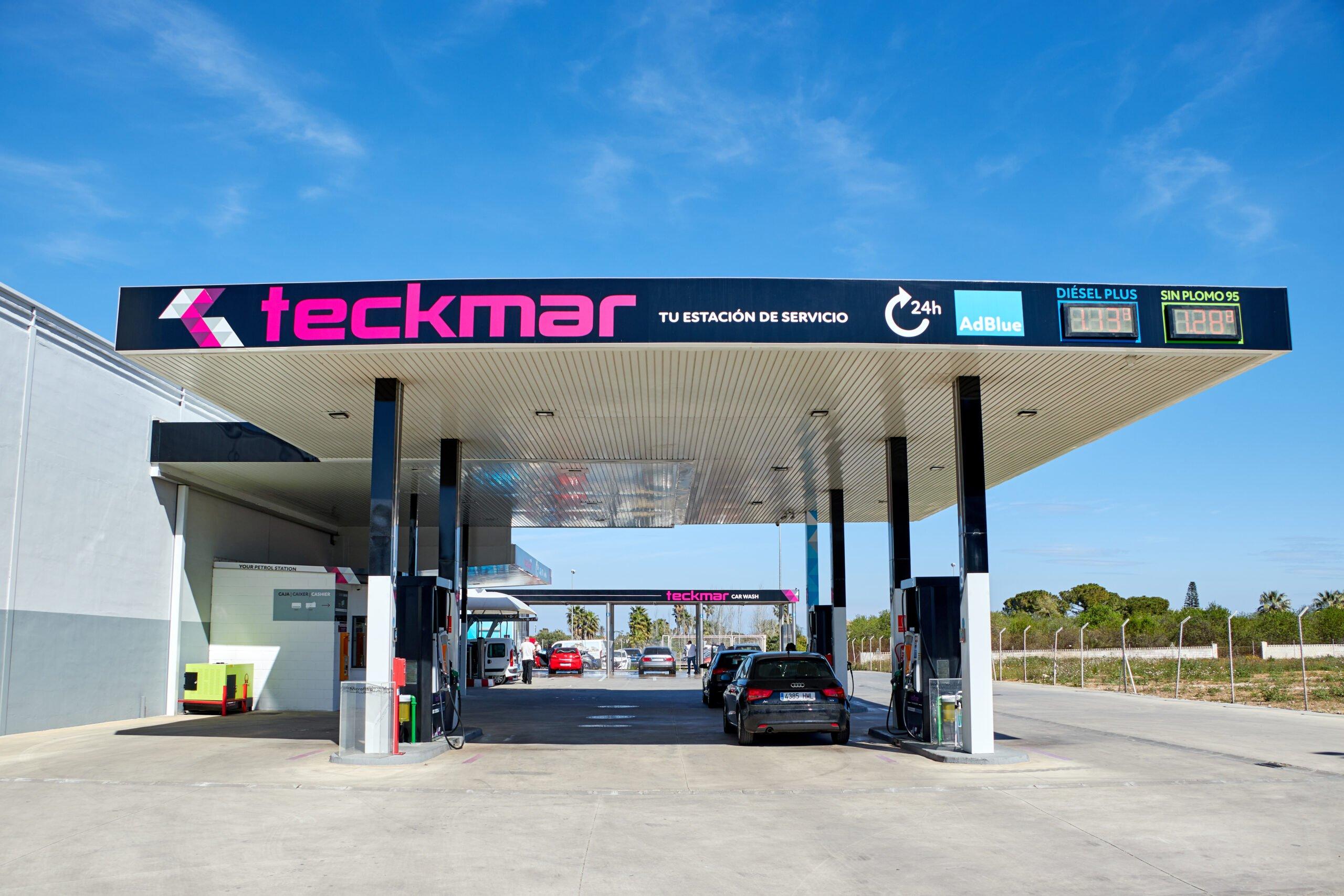 Vista frontal diurna de Gasolineras Teckmar