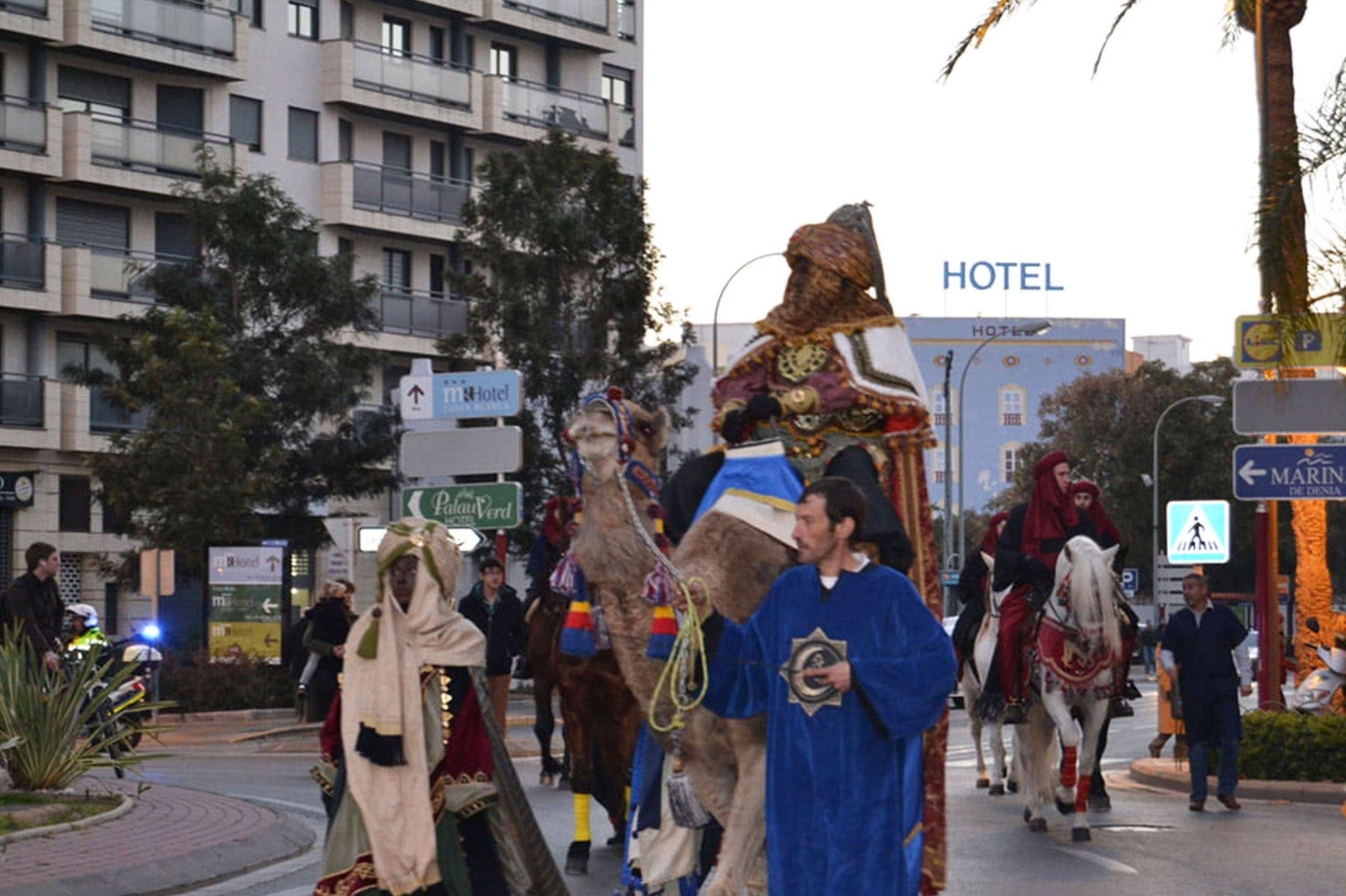 Cabalgata de los Reyes Magos 2015, llegada de los Reyes a camello